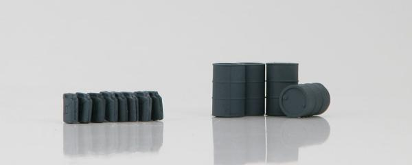 German Fuel Drums and Jerry Cans Gray (1:72)