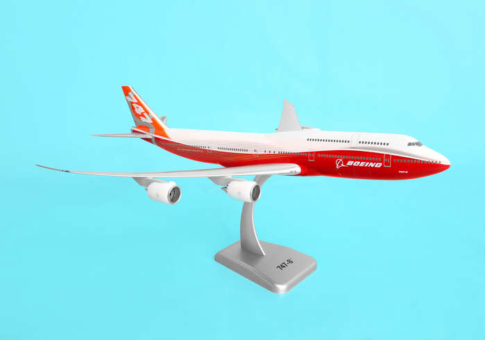 Boeing 747-8 Rollout Livery W/Gear (1:200)