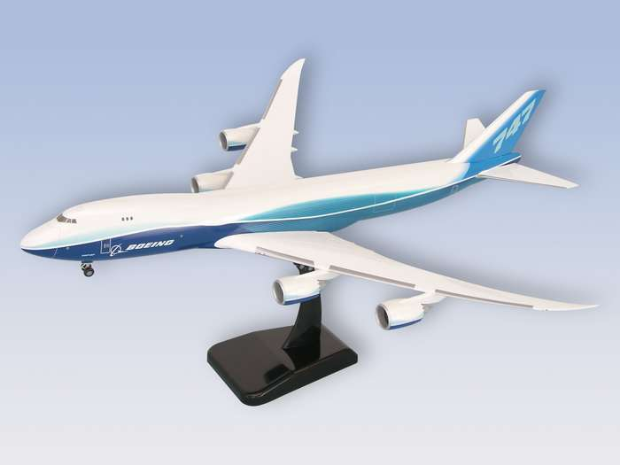 "Boeing 747-8F (1:200) New Livery ""Dreamliner"""