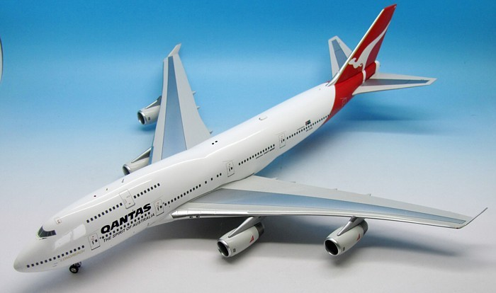 Qantas 747-438 VH-OJA With Stand (1:200)