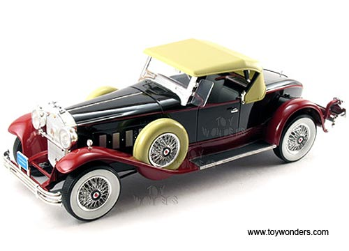 Packard Boattail Speedster (1930, 1/18 scale diecast model car, Black/Red) 18138
