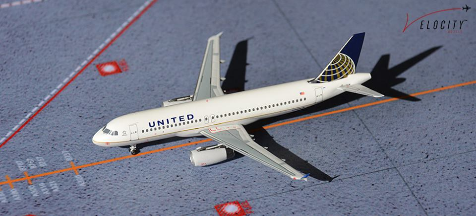 United A320 N440UA  (1:400) with our special launch box artwork