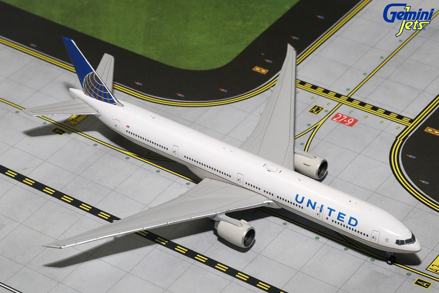 United B777-300ER N58031 (1:400) - Preorder item, order now for future delivery