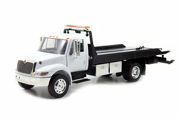 International Durastar 4400 Flatbed Tow Truck (1:24)