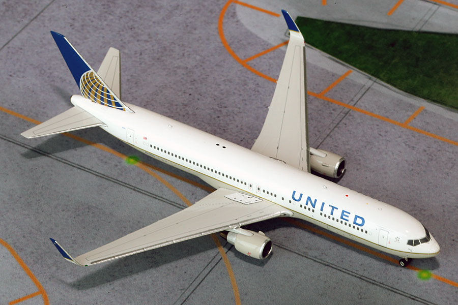 United 767-300W (1:400) Merger Colors N675UA (1:400)