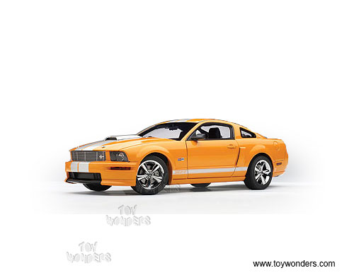 Shelby GT Hard Top (2008, 1/18 scale diecast model car, Orange w/ Silver stripes)